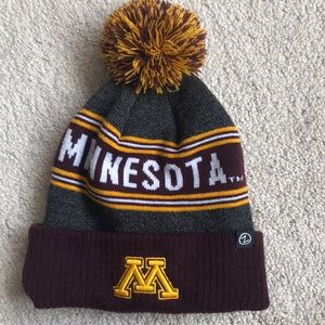 NWOT university of Minnesota warm beanie with Pom